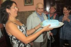 Celebrando-sus-90-años-en-Holguín-Cuba-enero-de-2018-