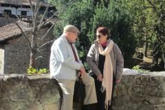 Conversando con Irma en Potes, junto al río Deva